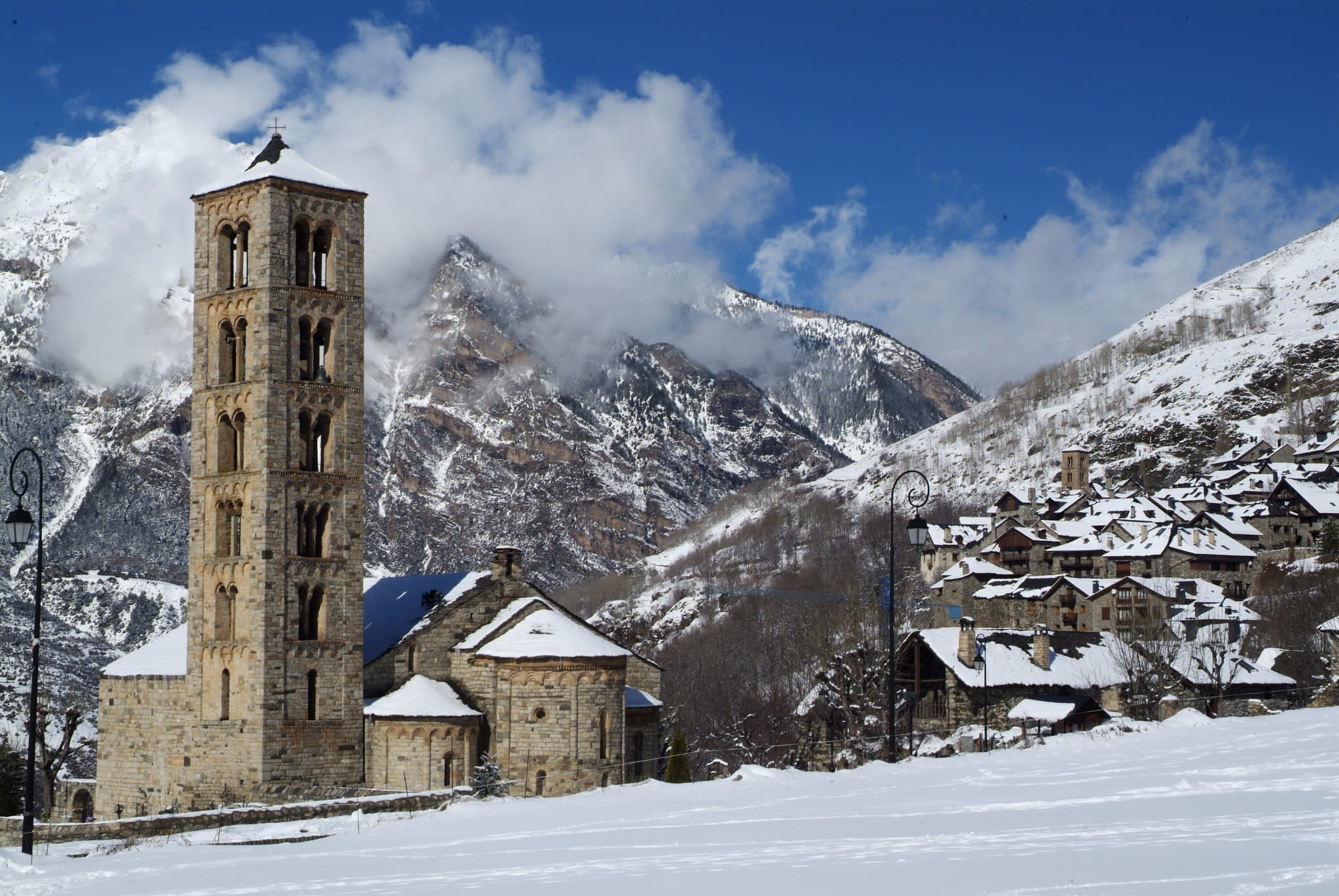MONASTERIES, CHURCHES and SANCTUARIES – The Romanesque art